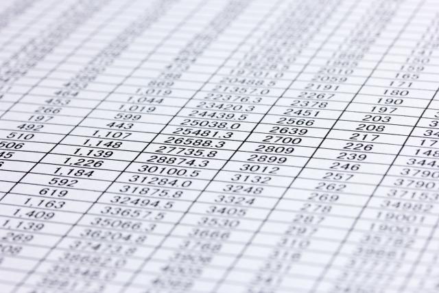 複雑なデータが載った紙