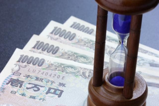 お金と砂時計