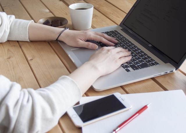 Webライターをしている女性
