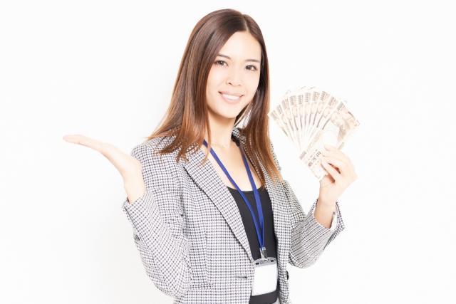 お金を稼いでいる女性