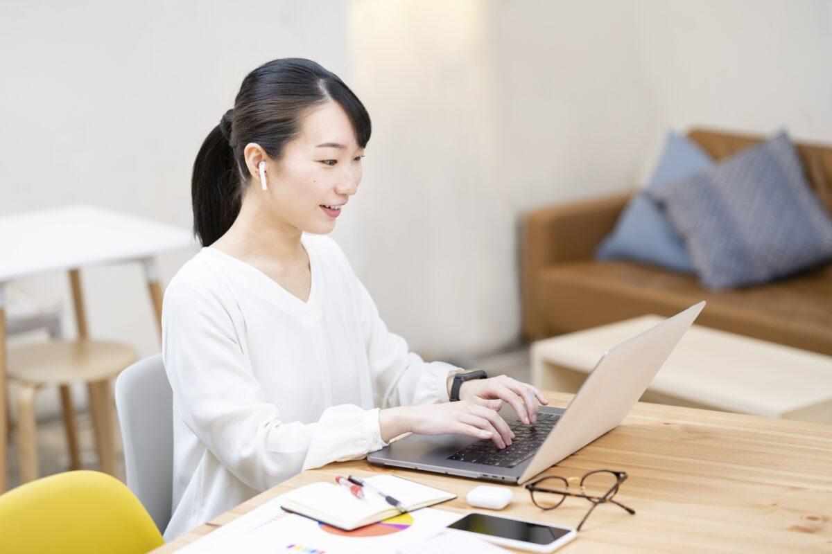 【2021】クラウドワークスは大学生になぜおすすめ?メリット&デメリットと注意点